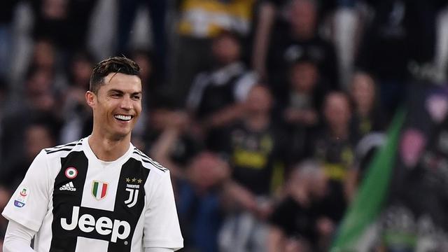 Tidak Semua Pemain Sepak Bola Seperti Cristiano Ronaldo Yang Rela Sumbangkan Gaji